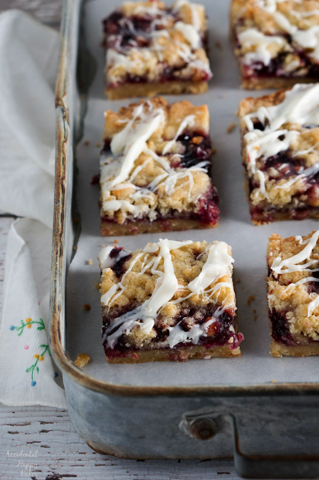 Wait to cool completely before cutting the raspberry white chocolate shortbread bars.